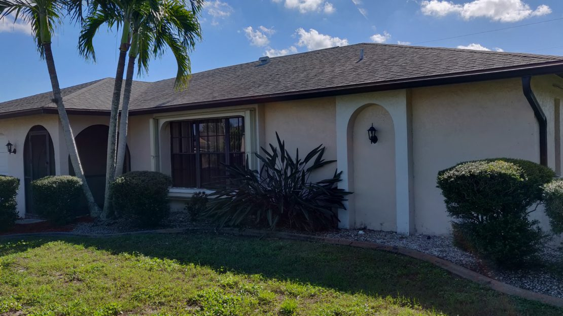 Pool house for sale in Cape Coral